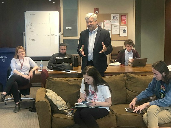 Prof. David Cullier talks to students in Investigative Reporters Club